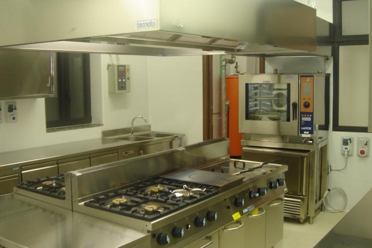 Cucine per hotel e ristoranti, attrezzature per bar